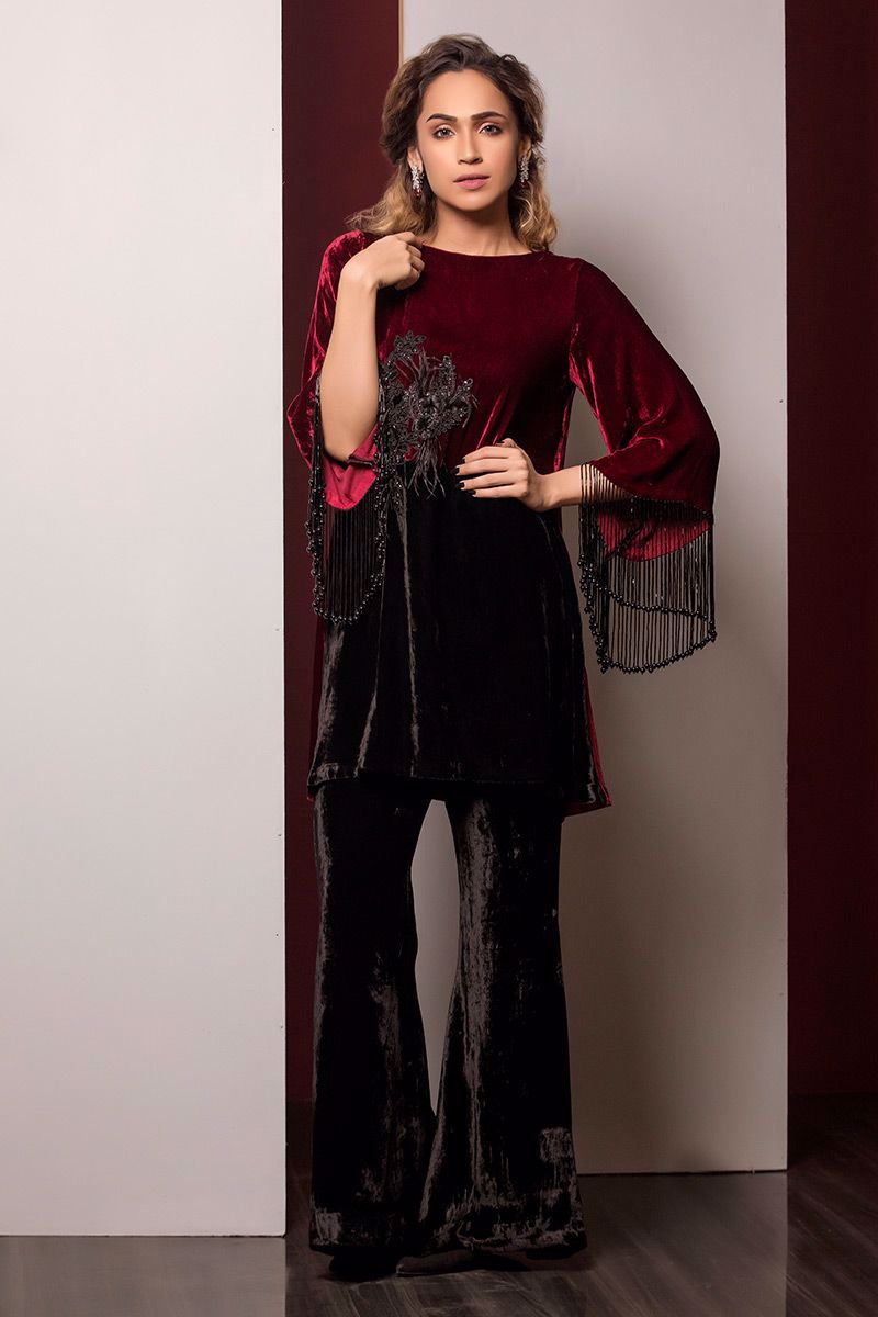 Picture of Maroon and black