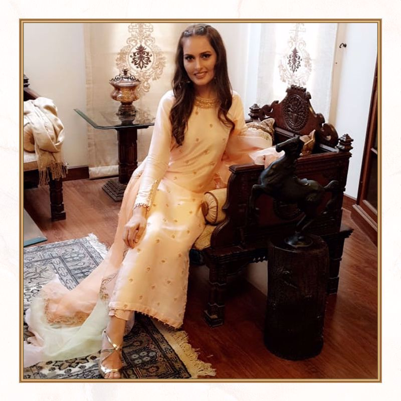 Picture of Noreen Babar Stuns in this Peach straight shirt from our latest Eid collection